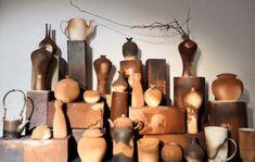 Unsere Künstlerserien sind exklusiv für uns angefertigte hochwertige Porzellanserien und Keramikserien moderner Keramikkünstler. Sie arbeiten an den Orten der historischen Brennöfen, der sogenannten Wiege der Porzellanherstellung. Die Keramikkünstler greifen traditionelle Formen, Farben und Dessins auf und interpretieren sie auf neue, zeitgenössische Art. Shops, Candles, Japan, Modern, Design, Rusty Metal, Objects, Tents, Okinawa Japan