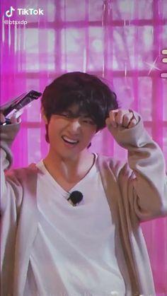 @btsxdp Bts Aegyo, Bts Maknae Line, Bts Jimin, Taehyung Abs, Kim Taehyung Funny, V Bts Cute, V Cute, Bts V Abs, Ji Chang Wook Photoshoot