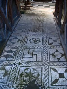 Herculaneum Mosaic (with swastika, a common symbol in ancient times) Ancient Pompeii, Pompeii And Herculaneum, Ancient Art, Ancient History, Art Ancien, Décor Antique, Roman History, Roman Art, Ancient Architecture