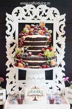 Naked Cake Romantic wedding Candy Bar / Coltul Dulce / Dessert Table / Sweet Corner / Wedding cupcakes www.coltuldulce.ro