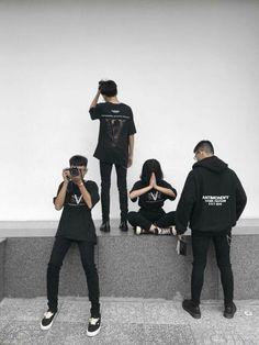 Black team here🖤♣️ Korean Best Friends, Boy And Girl Best Friends, Cute Friends, Guys And Girls, Korean Boys Ulzzang, Ulzzang Couple, Ulzzang Boy, Best Friend Photos, Friend Pictures