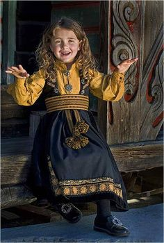 Telemark- barnebunad with mustard shirt We Are The World, People Of The World, Beautiful Children, Beautiful People, Folk Costume, Costumes, Norwegian Clothing, Historical Clothing, Traditional Dresses