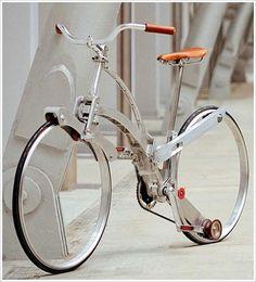 이 클래식하면서도 독특한 자전거는 이탈리아의 디자이너인 Gianula Sada가 디자인한 Sada Bike 입니다. Sada Bike는 바퀴살이라고 하는 스포크가 없습니다. 자전거 스포크는 자전거 바퀴에 가해지는 무게를 분산 시켜주는 역할을 하는 것으로 아는데 이게 없습니다. 자전거 휠은26인치 입니다. 바퀴살이 없으면 고정할 힘이 없는데 놀랍게도 상단과 하단으로 고정틀을 분산 시켰습니다. 또하나 놀라운 것은 착착 접혀서 매우 콤팩트한 사이즈가 된다는 것입니다. 물론 바퀴까지 접히지는 않아 바퀴는 따로 들고다녀야 한다고 합니다.