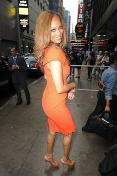 """Tyra Banks Photos - Tyra Banks rocks a bright orange dress and high heels as she arrives ahead of an appearance on """"Good Morning America"""" in New York City. - Tyra Banks Arrives for 'Good Morning America'"""
