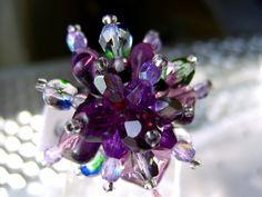 Ein traumhaft schöner Ring: Tranparenter Farbenrausch in Lila. Dieser Ring aus transparenten Amethysten, Fluorit und Glasperlen verschiedner Formen is