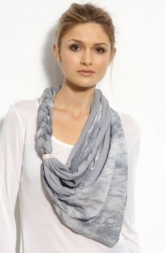 Choose your favorite stylish scarf to help create your own personal style. Scarf Necklace, Scarf Jewelry, Fabric Jewelry, Diy Scarf, Scarf Shirt, Kleidung Design, Diy Accessoires, Diy Fashion, Fashion Tips