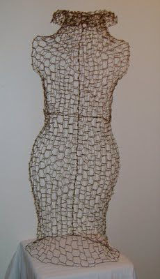 Sassytrash: Chicken wire dress form.........tutorial