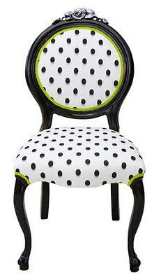 chaise à pois noir