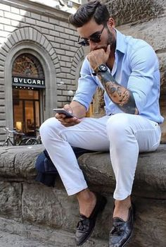 casual mens fashion which looks fab Casual Wear, Casual Outfits, Men Casual, Fashionable Outfits, Men Looks, White Pants Outfit, Mens Jeans Outfit, Blue Shirt Outfit Men, Denim Shirt Men