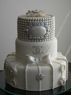 Chanel cake. What a great theme for a bridal shower! Chanel <3