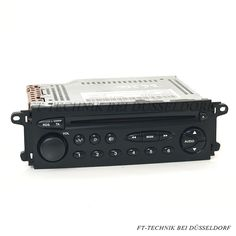Ein Original Citroen CD Radio in schwarz.  Passend für: - Citroen C5 Modelle 2000 bis 2004 (Vorfacelift)  Das Radio unterstützt die serienmäßige Lenkradfernbedienung und Displayanzeige im Armaturenbrett.  Bei uns im Shop.