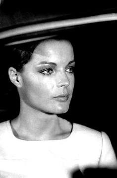 """Romy - """"Les choses de la vie"""" Romy Schneider, Old Hollywood Movies, Classic Hollywood, Lea Massari, Francois Truffaut, Alain Delon, French Actress, French Movies, Black And White Pictures"""
