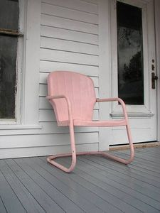 Ideas refinishing metal patio furniture remove rust for 2019 Metal Lawn Chairs, Metal Patio Furniture, Garden Furniture, Cool Furniture, Painting Furniture, Furniture Plans, How To Remove Rust, Removing Rust, Metallic Painted Furniture