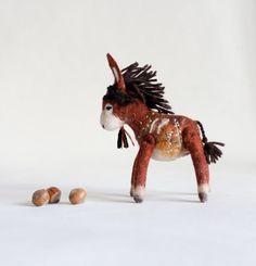 Aangepaste volgorde.   Theodor - Mini voelde ezel. Kunst speelgoed. Gevilte…