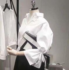 2017 Spring New Korean Wild Fashion Turn V-neck Flare Sleeves White Shirt Blouse Women Loose Long-sleeved Woman Shirt