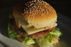 Vegetarburger med bøffer af hvide bønner. 100% økologisk til 7 kr. pr. bøf.