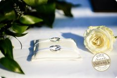 In Italy we don't have such an habit, but I love when bride's and groom's rings are different in some little detail. Ph Emanuele Capoferri http://www.brideinitaly.com/2013/12/capoferri-villa-borghi.html #elegant #italianstyle #wedding