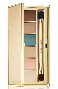 Create a variety of bronze eye looks with this palette from Estée Lauder. It's filled with six seductive shades to highlight, define and dramatize.