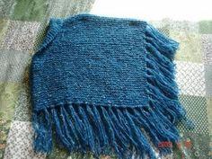 Fiz este poncho para minha sobrinha Gabi. Ela tem 09 anos. É um poncho muito simples de fazer mas que fica muito bonitinho. 05 novelos de ... Knitting Basics, Knitting Stitches, Knitting Designs, Diy And Crafts, Crochet Hats, Blanket, Fabric, Brownies, Amanda