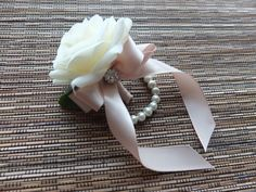 The listing is for ONE corsage.  Elegant wrist corsage is made with real-touch white roses accented with rhinestone and champagne ribbon, finished on pearl bracelet.  Perfect for any prom. The measures is approx. 8cm by 6 cm at its widest length. Ribbon color can be changed according to your preference.  Matching boutonniere : https://www.etsy.com/listing/233421944/white-rose-with-champagne-ribbon-and?ref=shop_home_active_7  More corsages design…