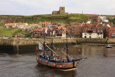 ENDEAVOUR WHITBY  | Captain Cook's Bark Endeavour. Whitby Harbour.