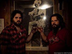 Jamey Johnson and Randy Houser Walk Into a Bar ...