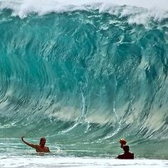Can't wait for some of these. 🌊📷💣 northshore winter slabs👊 here is a shot of me shooting my bud Jesse. Beach Bum, Ocean Beach, Wall Of Water, Water Play, Soul Surfer, Water Pictures, Surf Shack, Sea Waves, Surfs Up