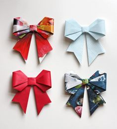 Comment faire de jolis noeuds en papiers pliés.  http://helenmade.blogspot.fr/2011/08/paper-bow-tutorial-and-break.html