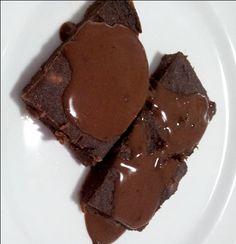 Gosta de brownie? Que tal aprender a fazer um para comer sem culpa e sem peso? Sem glúten, sem lactose e fit! Veja a receita no blog!
