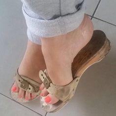only feet women in wood sandals 1 Dr Scholls Sandals, Flip Flop Sandals, Flip Flops, I Love My Shoes, Wooden Sandals, Sexy Sandals, Beautiful Toes, Sneaker Heels, Sneakers