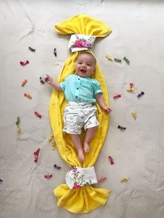Best baby photoshoot ideas at home - baby photography Monthly Baby Photos, Newborn Baby Photos, Baby Poses, Baby Girl Newborn, Newborn Pictures, Baby Girl Pictures, Baby Boy Photos, Cute Baby Boy Pics, Summer Baby Pictures