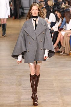 cape & boots - Chloé Fall 2015 RTW Collection - Style.com. Long live fashion: LÜR Nail presents the best designer runway looks of the Paris Autumn/Winter 2015 Collections.