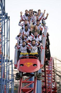 This picture….is hilarious. NHL Hockey and Roller Coasters. Caps Hockey, Hockey Memes, Hockey Players, Funny Hockey, Blackhawks Hockey, Chicago Blackhawks, Hockey Goalie, Washington Capitals Hockey, Hockey Boards
