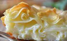 Achma pie: homemade with tender round thin noodle sheets with butter & cheese, Ачма- домашний рецепт Unique Recipes, New Recipes, Vegetarian Recipes, Cooking Recipes, Georgian Cuisine, Georgian Food, Sweet Potato Breakfast, Greek Cooking, Meal Replacement Smoothies