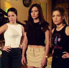 """Charmed. Season 3. """"Pre-Witched."""" Phoebe Charmed, Serie Charmed, Charmed Tv Show, Charmed Sisters, Charmed Season 1, Season 3, Phoebe And Cole, Charmed Book Of Shadows, Emma Watson Sexiest"""