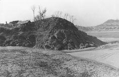 밤섬의 폭파전입니다. 밤섬의 면적은 134필지 1만 7393평이었고, 78가구 443명이 거주하고 있었는 집성촌이었습니다.