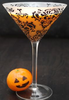 Chocolate-Pumpkin Spice Martini 2 parts Hiram Walker Pumpkin Spice liqueur 1 part Crème de Cacao White liqueur 1 part Vanilla Vodka 1 part heavy cream Put all ingredients into a shaker full of ice. Halloween Cocktails, Fall Cocktails, Holiday Drinks, Party Drinks, Fun Drinks, Yummy Drinks, Yummy Food, Winter Drinks, Alcoholic Beverages