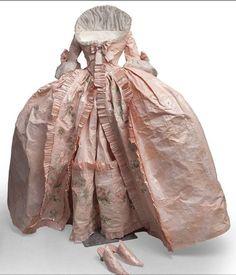 Robe de cour en papier - Isabelle de Borchagrave