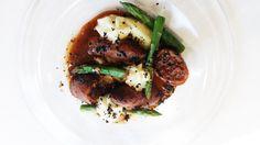 Calamars amb botifarra de perol, olives de kalamata i espàrrecs http://www.cett.es/aularestaurant/