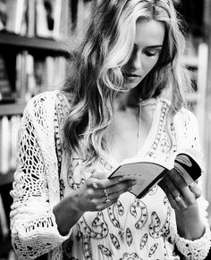 I love to read anywhere anytime.....       Aline ♥