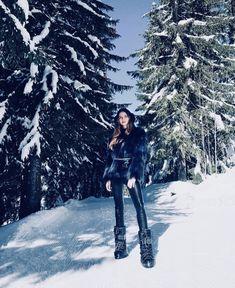 Moon Boots, Skiing, Winter Outfits, Winter Fashion, Winter Jackets, Beauty, Women, Ski, Winter Fashion Looks