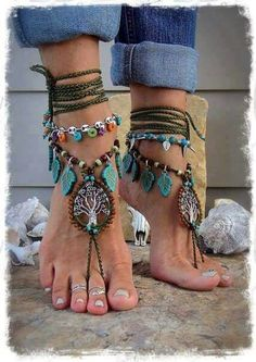 Beaded OLD TREE barefoot jewelry turquoise drops olive green crochet foot jewelry . - Beaded OLD TREE barefoot jewelry turquoise drops olive green crochet foot jewelry … – - Mode Hippie, Mode Boho, Hippie Style, Hippie Chick, Hippie Life, Surf Style, Ankle Jewelry, Ankle Bracelets, Feet Jewelry