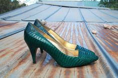 Sale Vintage Size 8 80's Green Lizard Pumps by WingedTigerEmporium