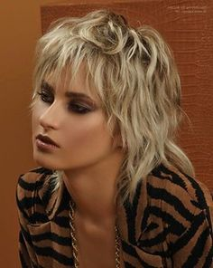 Modern Shag Haircut, Short Shaggy Haircuts, Shaggy Short Hair, Short Shag Hairstyles, Haircuts With Bangs, Modern Haircuts, Long Curly, Edgy Medium Haircuts, Women Haircuts Long