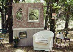 Image from http://www.myhotelwedding.com/wp-content/uploads/2014/05/wedding-photo-booth-ideas.jpg.