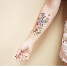 #Tattoo by @luiza.blackbird  ___ www.EQUILΔTTERΔ.com ___  #Equilattera
