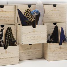 La scatola di legno è il nostro omaggio alla guerra contro lo spreco: utilizza la scatola come scarpiera per conservare le tue Santa Clara oppure per riporre ciò che preferisci!  www.santaclaramilano.com