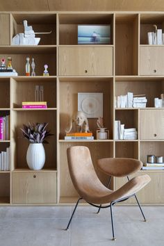 PS House — studio ro+ca Home Office Decor, Unique Home Decor, Cheap Home Decor, Living Room Bookcase, Living Room Interior, Bedroom With Bookshelves, Cheap Bedroom Decor, Home Decor Bedroom, Estilo Muji