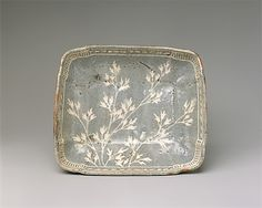 Dish with Design of Grasses, early 17th century Japan