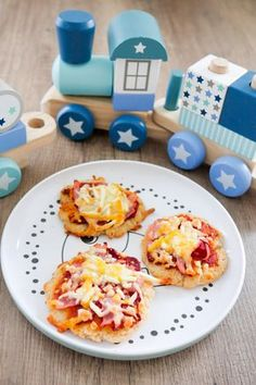 Healthy and fast pizza for babies and toddlers with quality .- Gesunde und schnelle Pizza für Babys und Kleinkinder mit Quark Pizza for babies and toddlers – BLW - Pizza Taco, Pizza Hut, Dough Pizza, Toddler Meals, Kids Meals, Toddler Recipes, Baby Pizza, Baby Food Recipes, Healthy Recipes